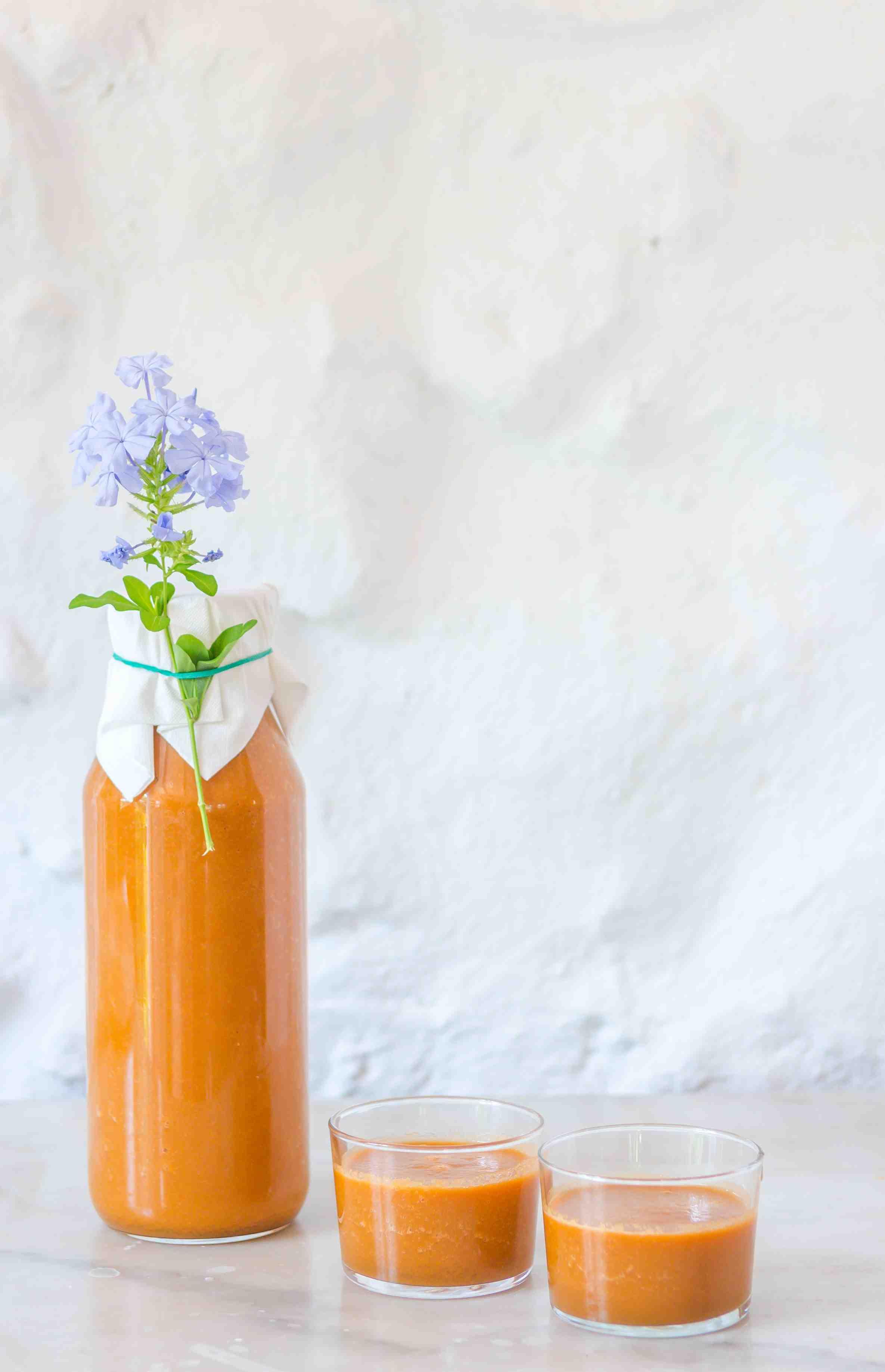Smoothie espectacular de zanahoria, manzana y jengibre que tomamos en el Retiro Pura Vida 2019. Chef Alai Zimmermann